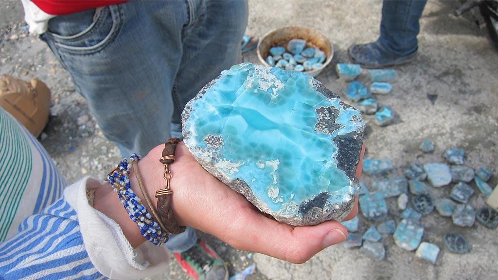 Правительство РД запретило вывоз доминиканского янтаря и ларимара1
