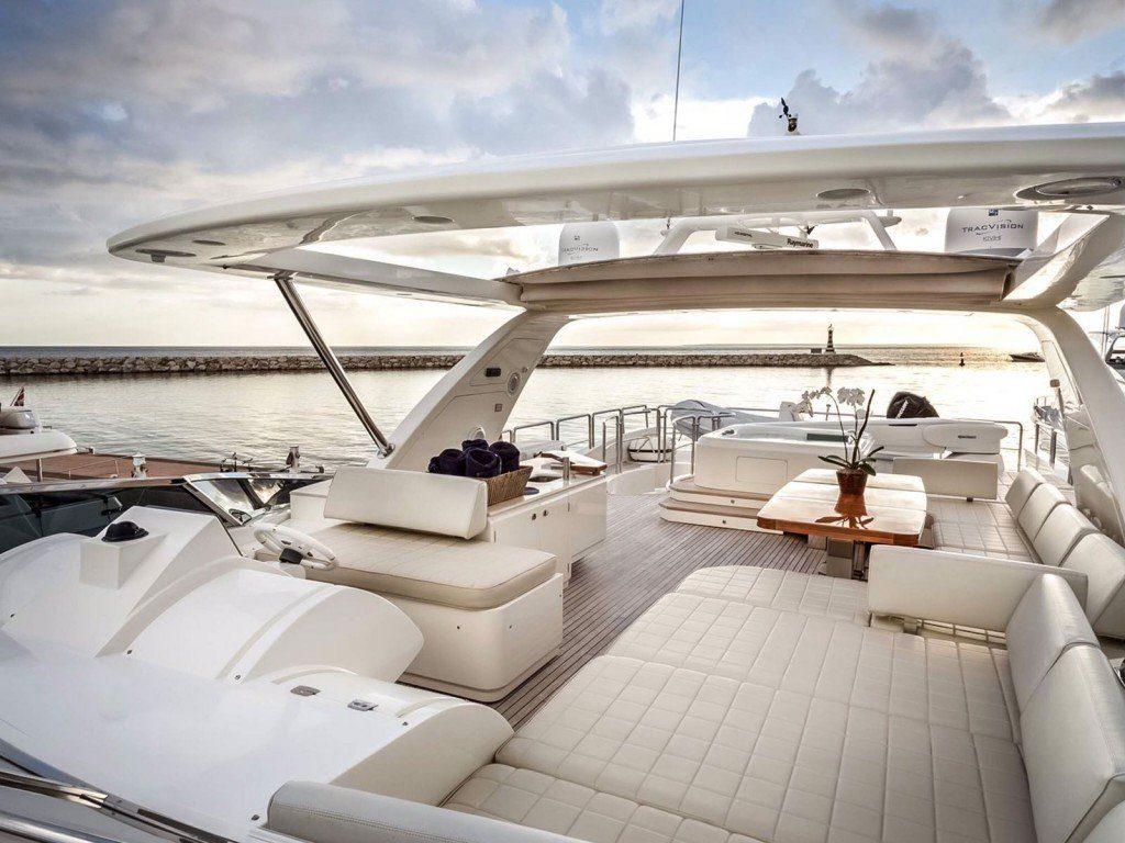 Яхта класса lux AZIMUT 85  iDominicana