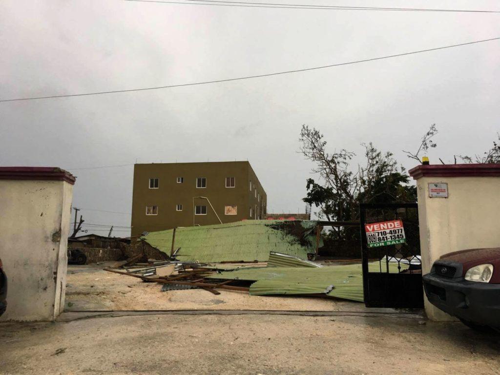 Ураган в Доминикане: разрушены пляжные магазины, «полетали» рекламные щиты и пальмы iDominicana