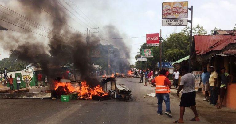 Из-за запрета вылова рыбы-попугая рыбаки в Пуэрто-Плата устроили протест iDominicana