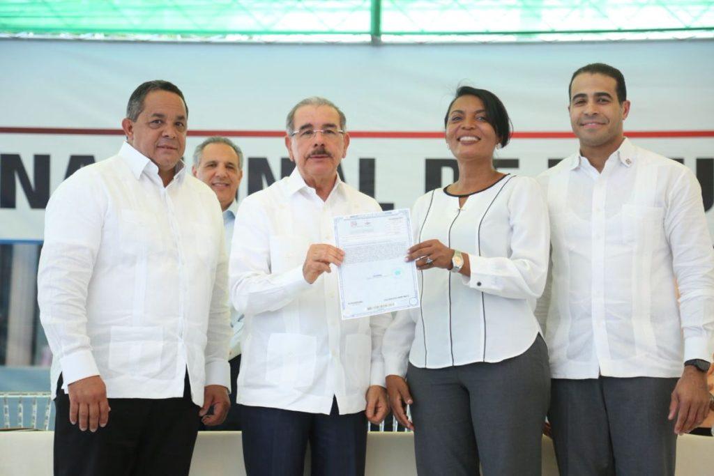 Президент Медина сообщил о завершении строительства 600 школ, 60 больниц и канатной дороги