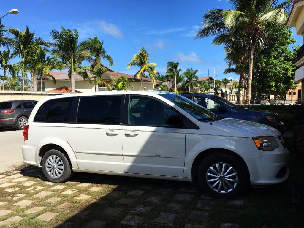 Авто Доминикана: минивэн Dodge Grand Caravan в аренду