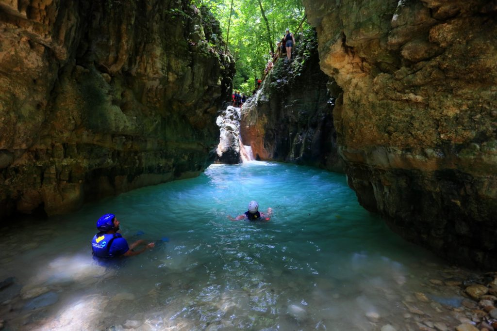 27 водопадов, плайя Гранде и лагуна Ду-Ду