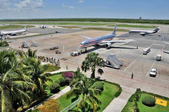 В аэропорту Пунта-Кана открыли бассейн с видом на взлетную полосу