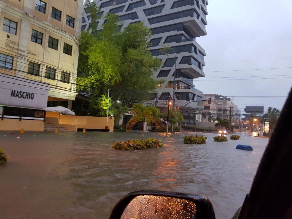 http://eldia.com.do/aguaceros-ocasionan-severas-inundaciones-en-sectores-del-gran-santo-domingo/