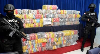 В Байяибе захватили лодку, перевозившую 368 пакетов с кокаином