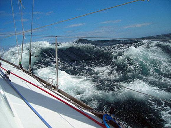 Доминиканский флот спас американцев, попавших в шторм на собственной яхте