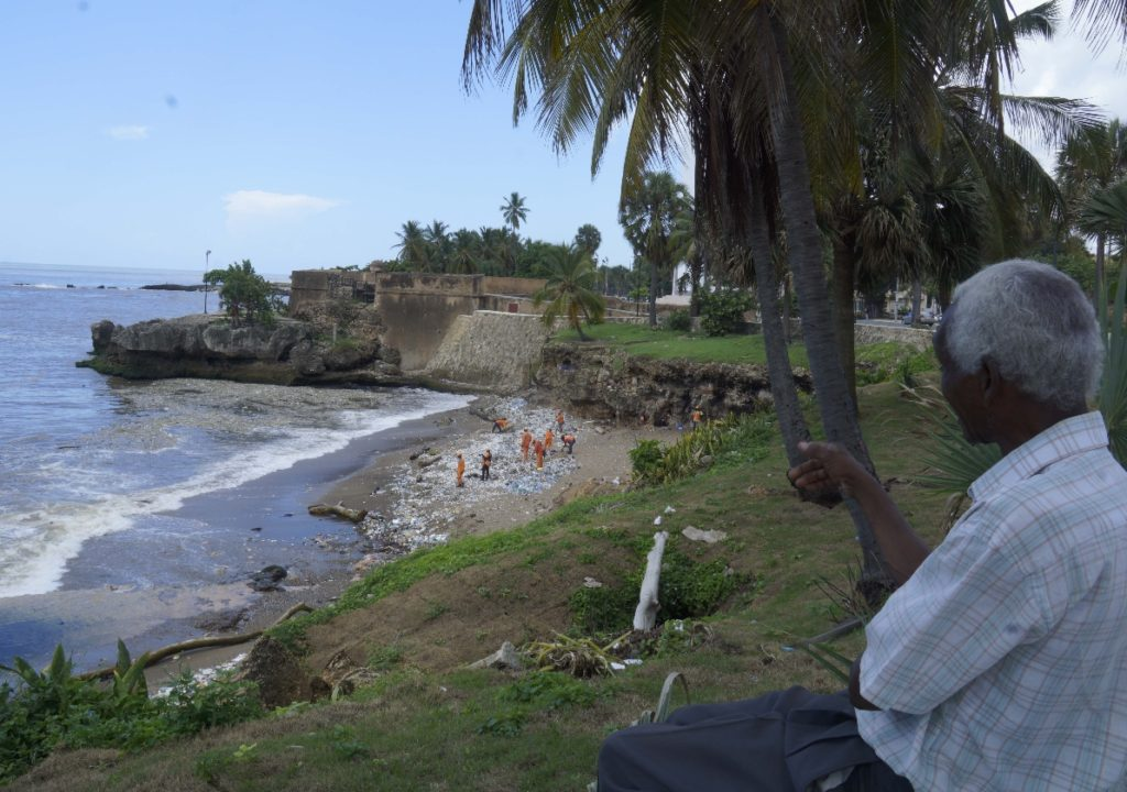 Мусор вернулся в Доминикану: набережная Санто-Доминго утопает в отходах