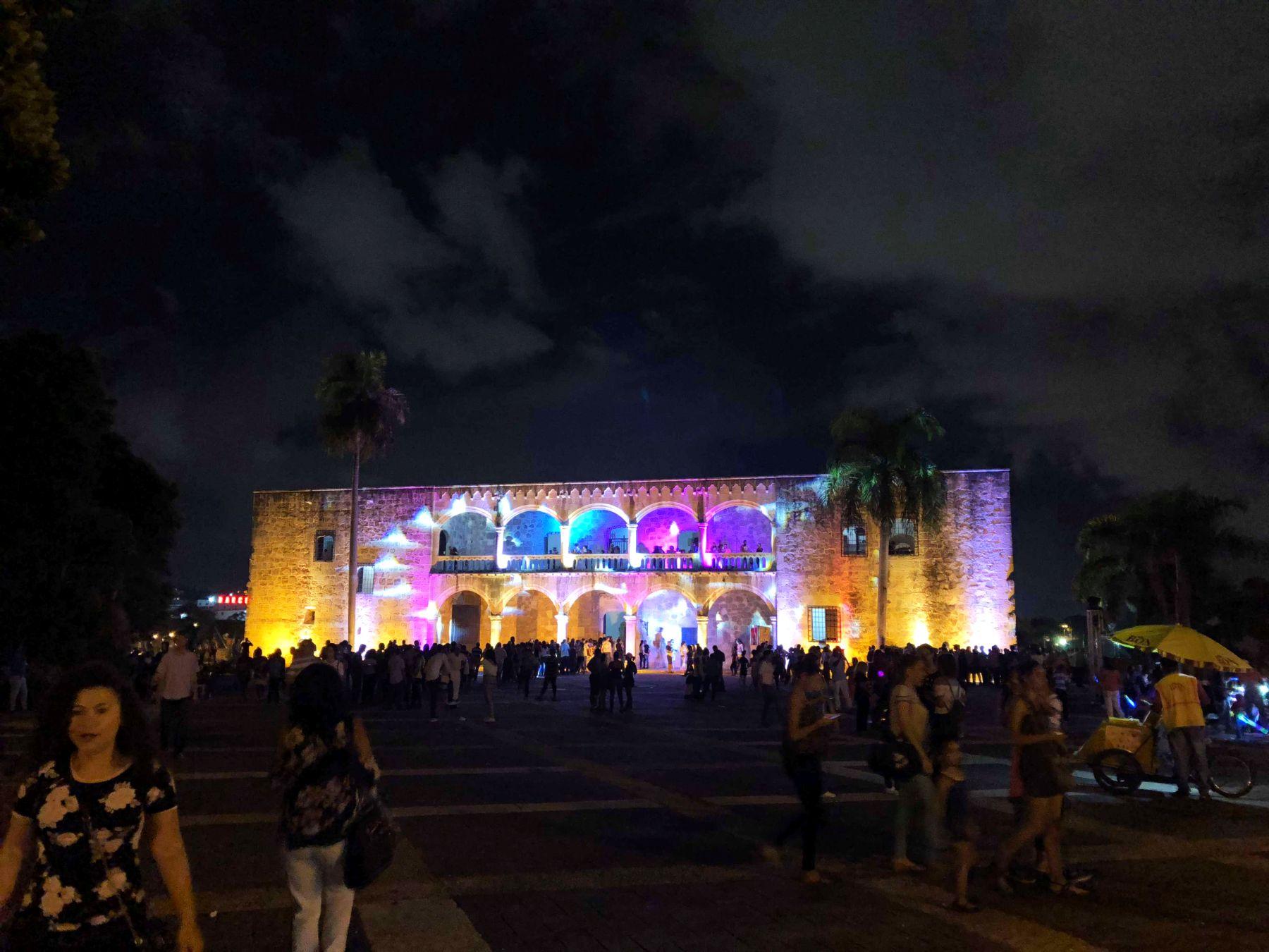 В Санто-Доминго прошла ночь в музее в Доминикане3