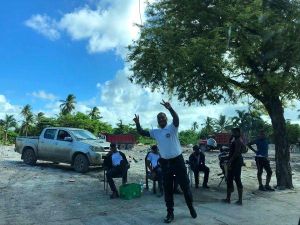 В Баваро демонтировали гаитянское поселение. Фото