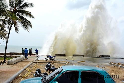 В Санто-Доминго мужчина бросился с обрыва в море