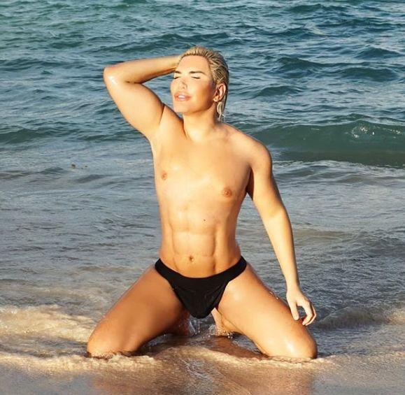 """""""Кен"""" на пляжах Доминиканы хвастается новой талией и искусственным прессом"""