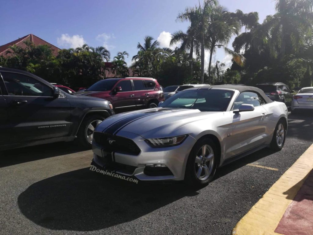 Кабриолет Ford Mustang в Доминикане iDominicana.com