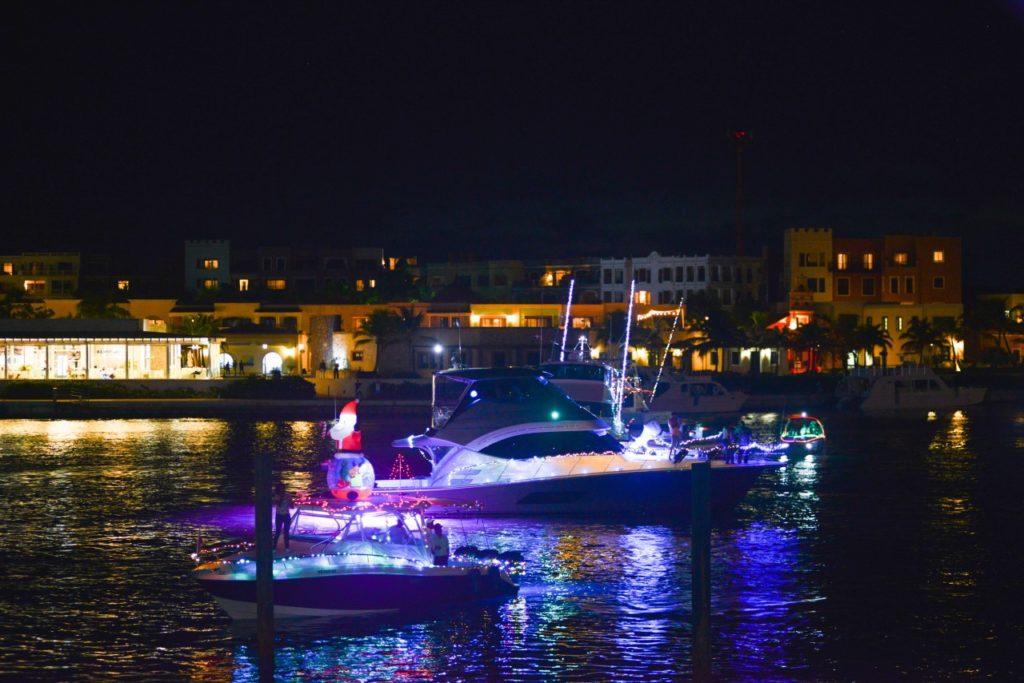 В марина Кап-Кана в честь Рождества провели парад праздничных... яхт