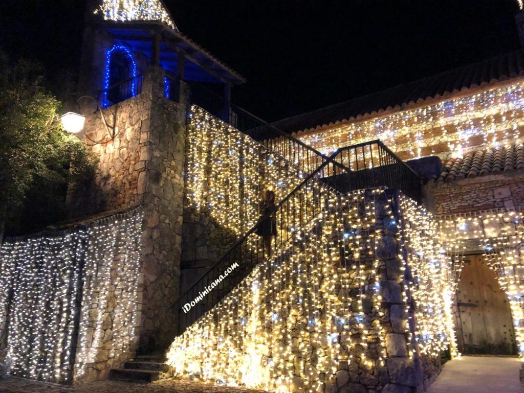 Город художников ночью АйДоминикана Новый год