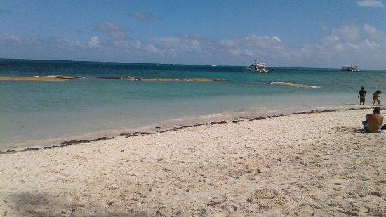 Министерство туризма начнет спасение пляжа Баваро от эрозии
