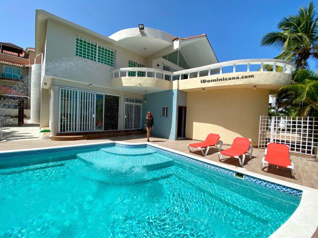 Аренда виллы в Доминикане: Баваро, 4 спальни, 2 бассейна, первая линия