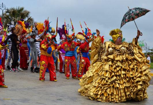 Карнавал в Доминикане парад костюмов и дьявольские танцы айДоминикана