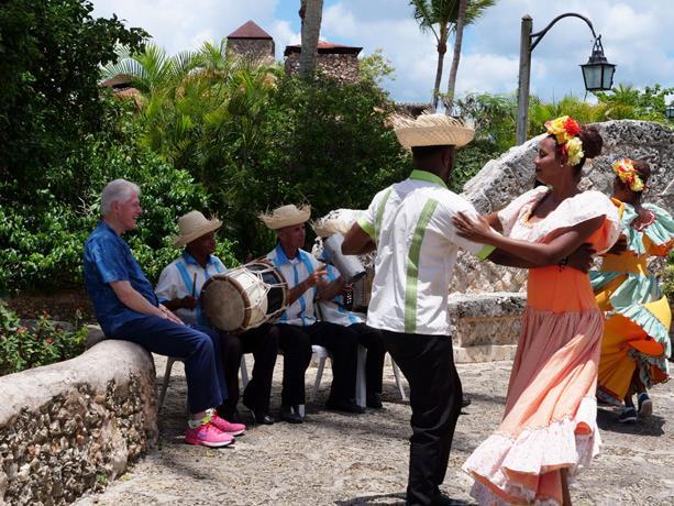 """Билл Клинтон посетил Альтос де Чавон и назвал Доминикану """"страной с уникальной красотой"""""""