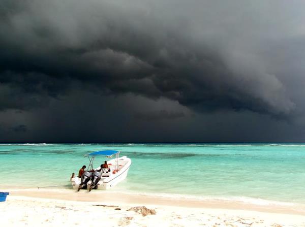 Доминикану окружили шторм Джерри и ураган Умберто iDominicana.com