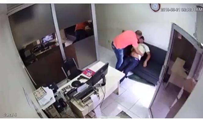 Доминиканец случайно убил коллегу во время чистки оружия. Видео