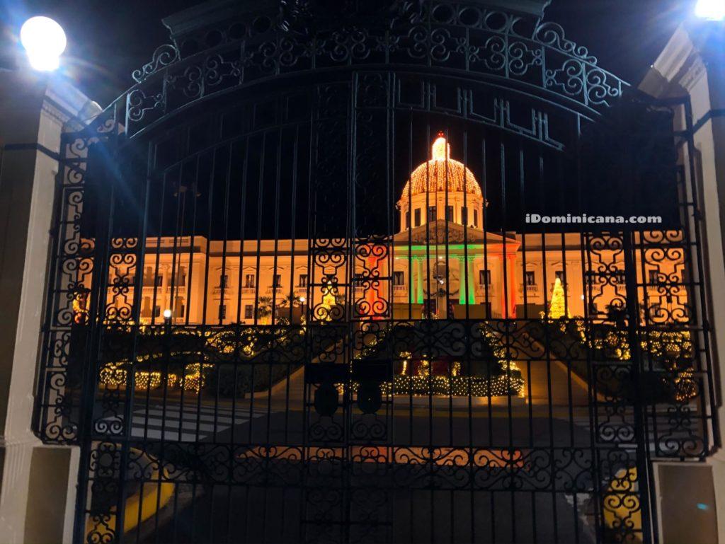 Дворец Президента в Санто-Доминго украсили к Новому году. Фото