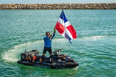 Доминикану посетил спортсмен, который на аквабайке совершает кругосветное путешествие