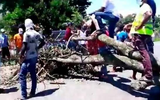 Доминиканцы строят баррикады от зараженных коронавирусом