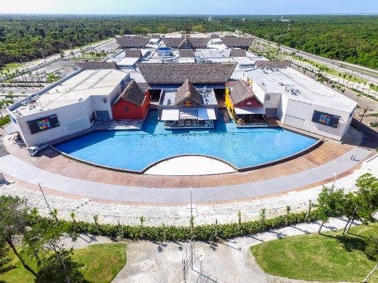 В Доминикане разрешили работу торговых центров