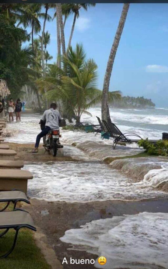 """Наводнение в Доминикане приняли за """"цунами"""" - Видео"""