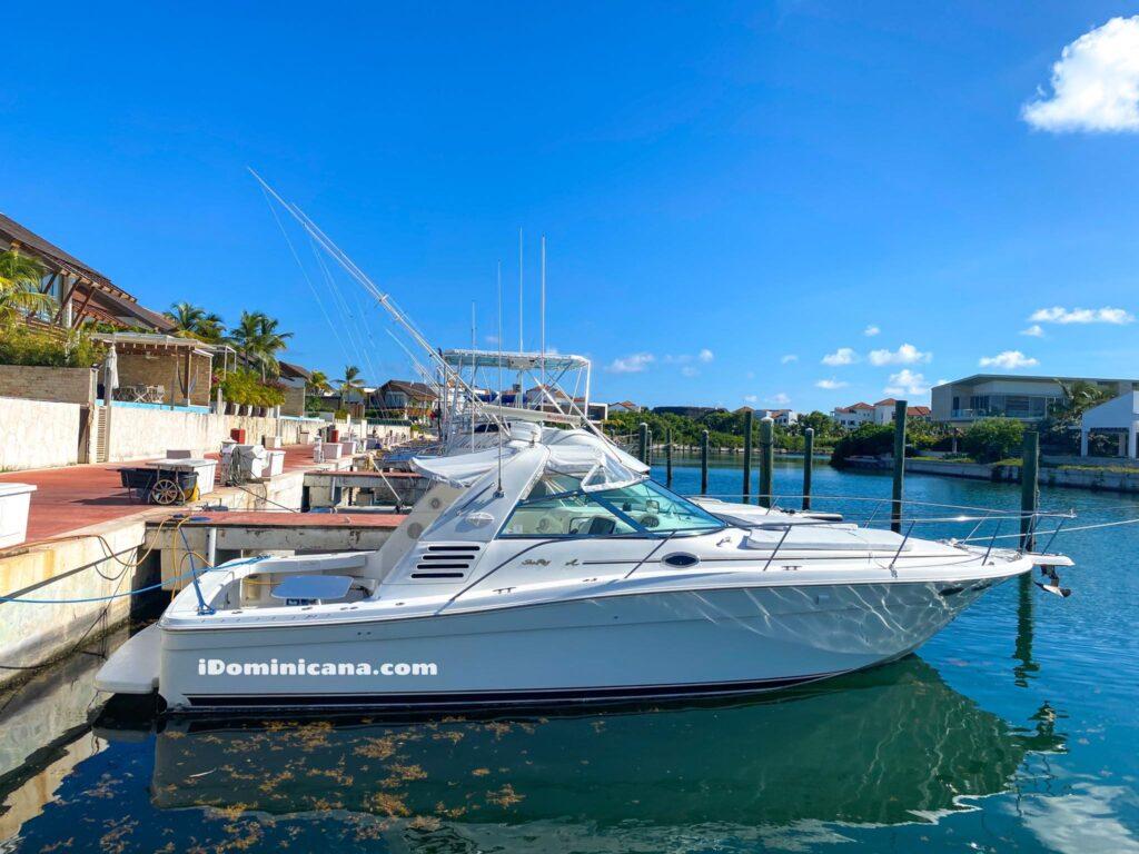 Аренда яхты Доминикана: Sea Ray, выход из порта Cap Cana