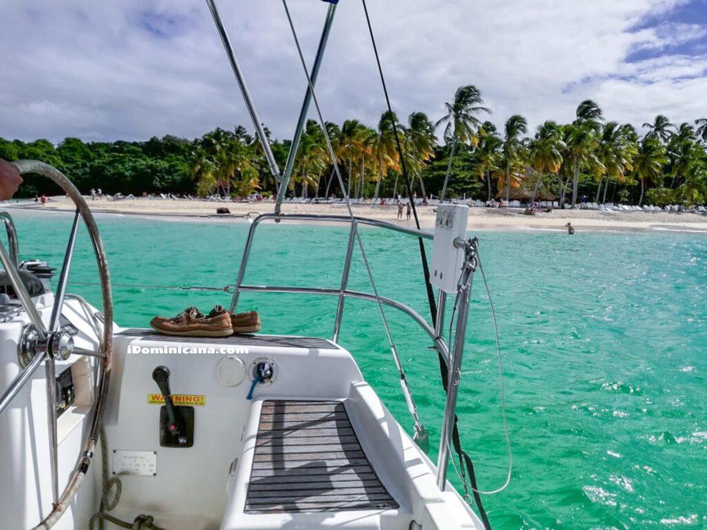 Путешествие на парусной яхте по заливу Самана. Фото