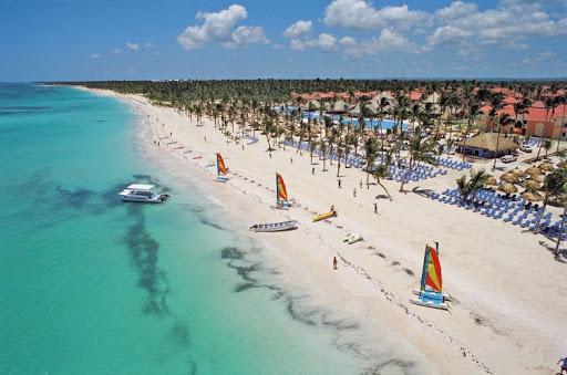 Президент Доминиканы станцевал на открытии отеля Bahia Principe Grand Bavaro
