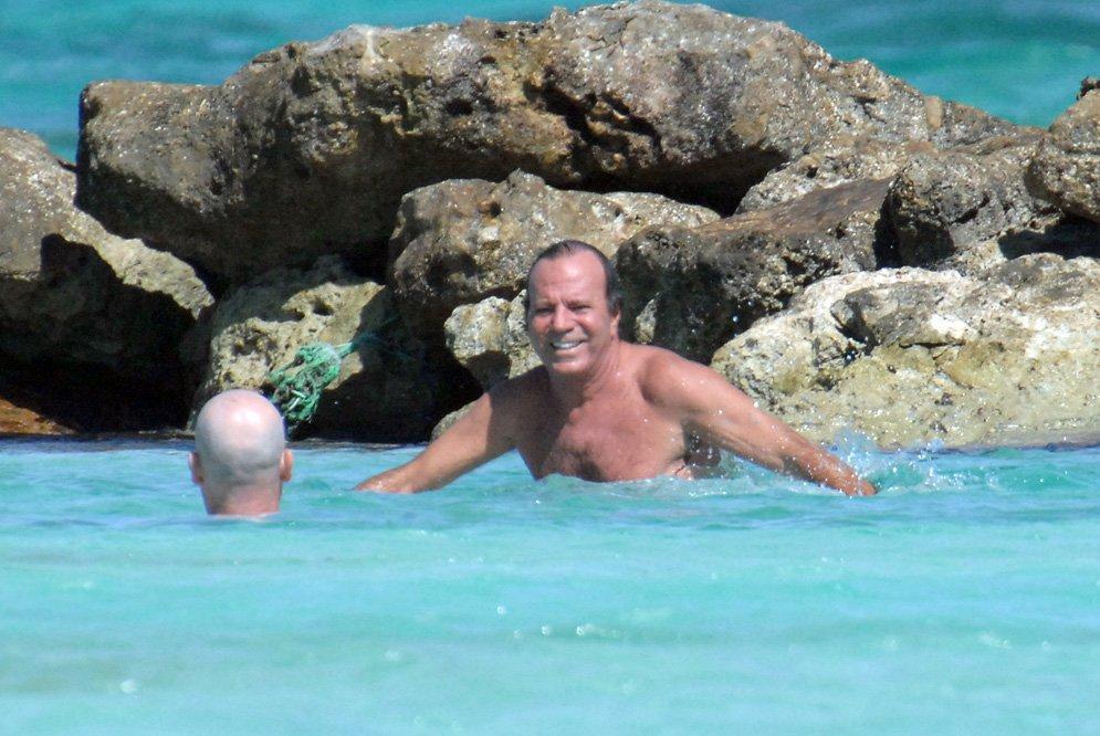 Хулио Иглесиас отдыхает в Доминикане