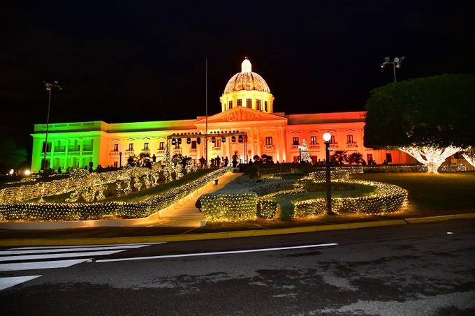 Национальный дворец в Доминикане украсили на Рождество