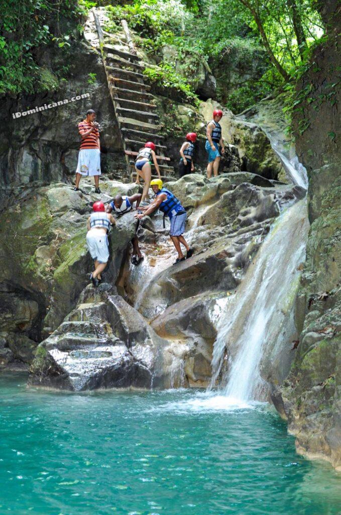 В районе 27 водопадов в Доминикане построят зиплайн