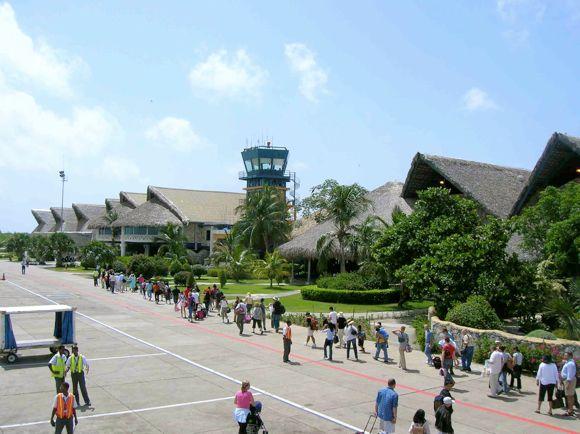 Доминикана наказывает за поддельные тесты на COVID - арестованы 15 туристов